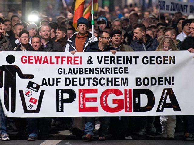 Teilnehmer einer Kundgebung des fremden- und islamfeindlichen Pegida-Bündnisses in Dresden. Foto: Arno Burgi/Archiv/dpa