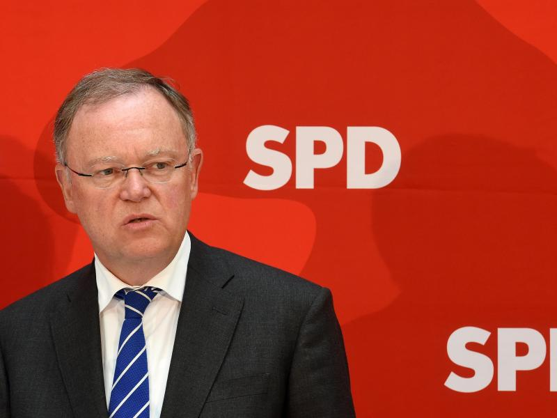 Rot-grüne Koalition in Niedersachsen verliert Mehrheit – Ministerpräsident lehnt Rücktritt ab