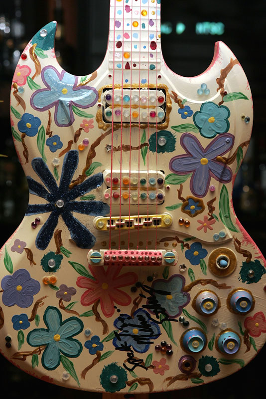 Eine Gibson-Gitarre, die im Hard Rock Cafe von Los Angeles versteigert wird