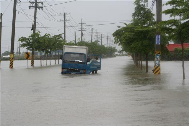 Jahrhundert-Niederschläge und Überschwemmungen auf Taiwan