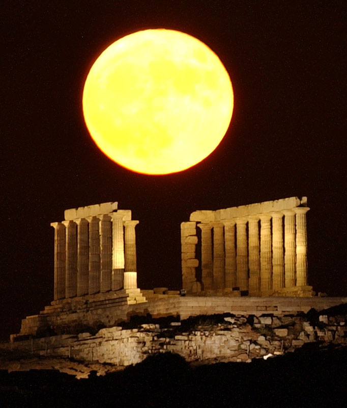Vollmond über Sounia, Griechenland am 21. Juli