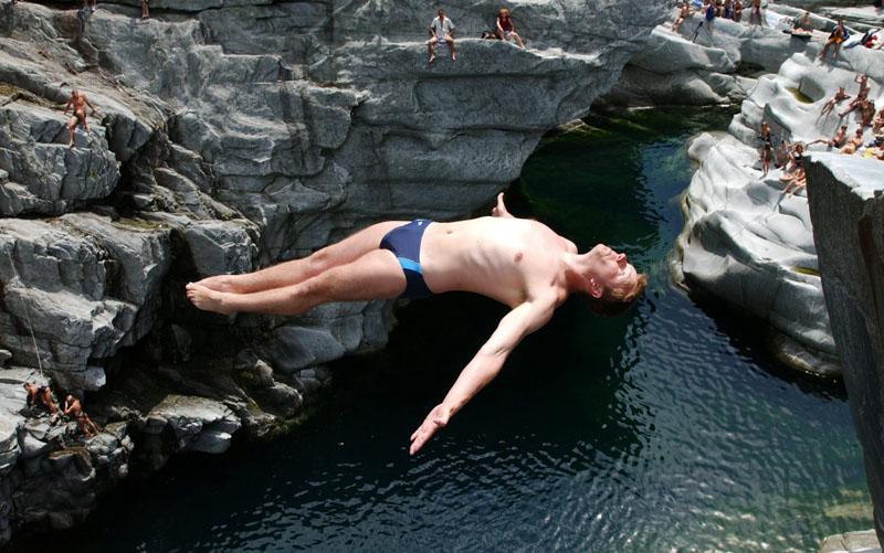 Cliff-Diving-Europameisterschaften in Ponte Brolla, Schweiz