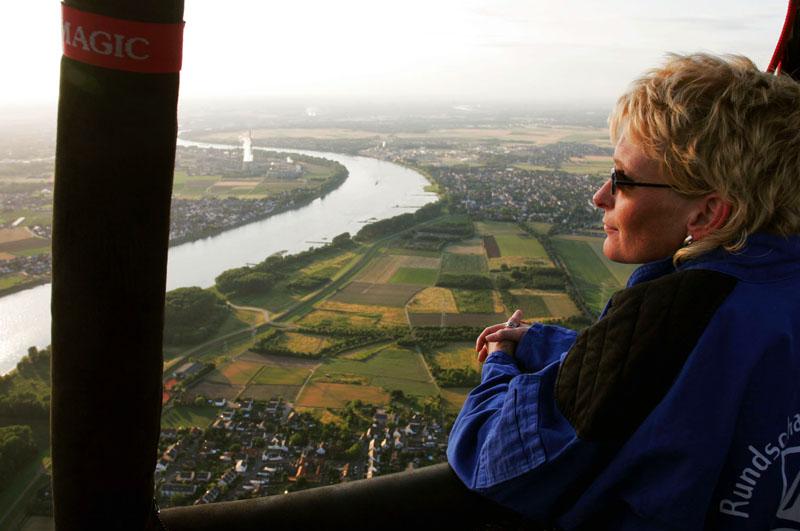 Ballonflug über dem Rhein zwischen Köln und Bonn
