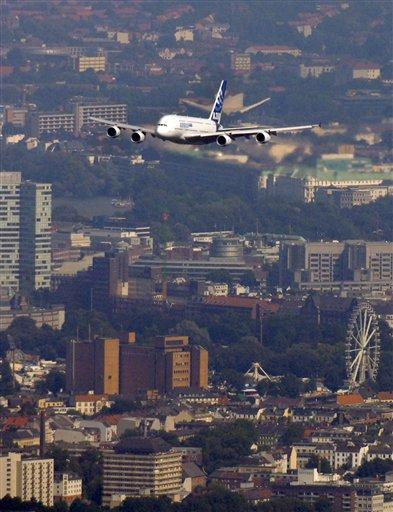 Großraumjet A380 begeistert die Hamburger