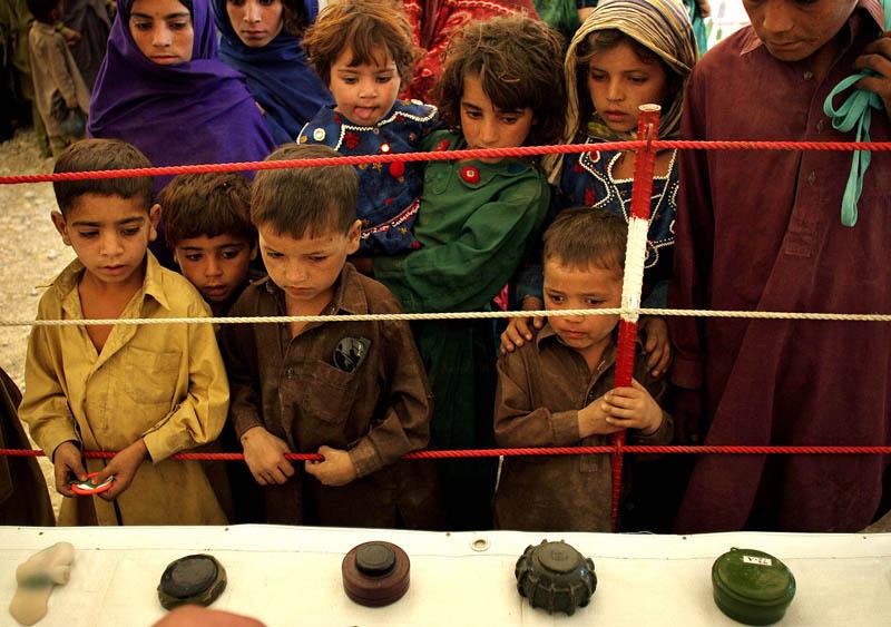 Aufklärung der UNO über den Umgang mit gefährlichen Hinterlassenschaften des Krieges in Kabul, Afghanistan