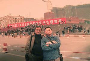Dreitausend Senioren protestieren auf dem Tianfu Platz in Chengdu