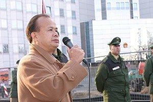"""""""Das grundlegende Problem in China ist das Problem mit der KP."""" Xue Wei, Vorsitzender der Chinesischen Allianz für Demokratie, hielt eine vehemente Rede bei der Kundgebung vor der chinesischen Botschaft in Berlin. (Foto - DNE)"""