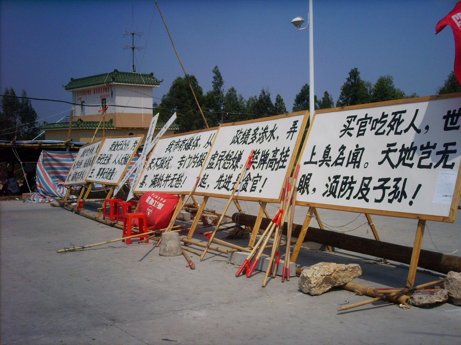 Chinesische Dorfbewohner wegen Protest gegen Bodenraub von Polizei erschossen