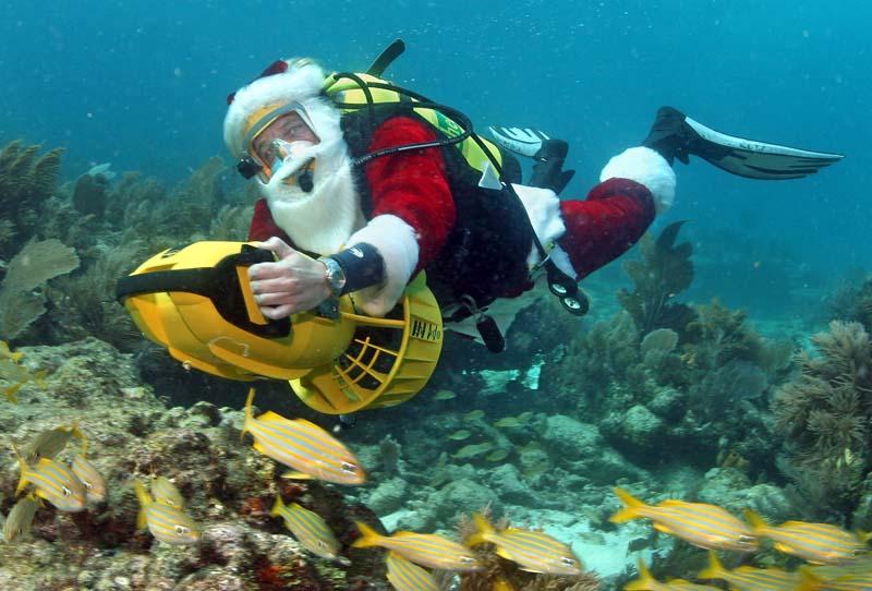 Santa taucht ab für einen guten Zweck