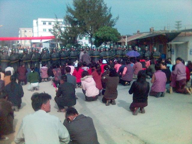 China: Polizei erschießt mindestens 70 Dorfbewohner
