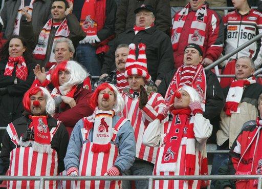 Karneval und Fußball am Rhein