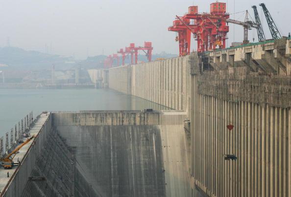 Hauptdamm des Drei-Schluchten-Staudamms fertig gestellt