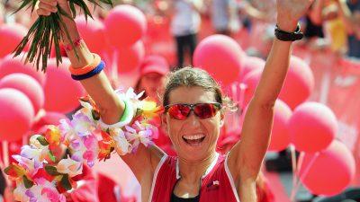 Andrea Brede holt der 1. Platz beim Frankfurter Triathlon