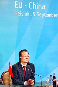 Chinas Ministerpräsident Wen Jiabao in Europa unter herber Kritik. (