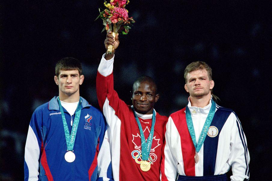 Goldmedaillen-Ringer löst sein Versprechen ein