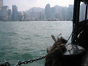 Verändertes Stadtbild: Hochragende Glasfassaden und die stählerne Skyline, ein nie endendes Symbol für Hongkongs Reichtum und Fortschritt. (