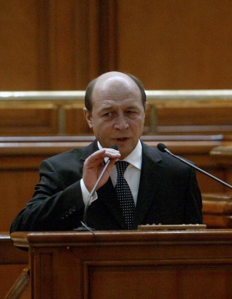 Basescu verurteilt Kommunismus in Rumänien