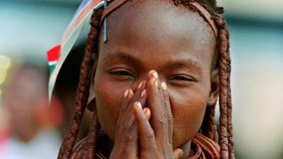 Himba — Der Schmuck der roten Frauen