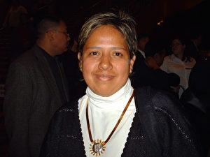 Maria Diaz aus Mexiko sagte, dass ihr am besten der mongolische Schüsseltanz gefallen habe. (Marcus Green/ Epoch Times)