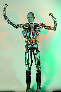 Mirrobot, 2006. Der Mirrobot des Fraunhofer-Instituts für Produktionstechnik und  Automatisierung (IPA) ahmt Gesten und Körperbewegungen nach. (