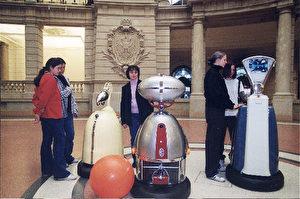 Die drei  Unterhaltungsroboter vom Lichthof. (Fraunhofer-Institut für Produktionstechnik und Automatisierung.