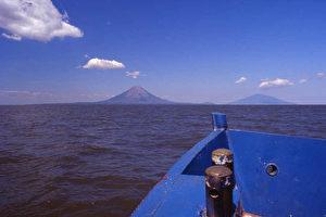 Bootsfahrt auf dem Nicaragua-See zur Isla de Ometepe. (