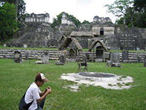 Großer Jaguar, Tempel der Masken, Mundo Perdido, Zwillingspyramiden sind die Highlights der Maya-Ruinenstadt Tikal (600 v. Chr. bis 900 n. Chr.) im Norden Guatemalas.