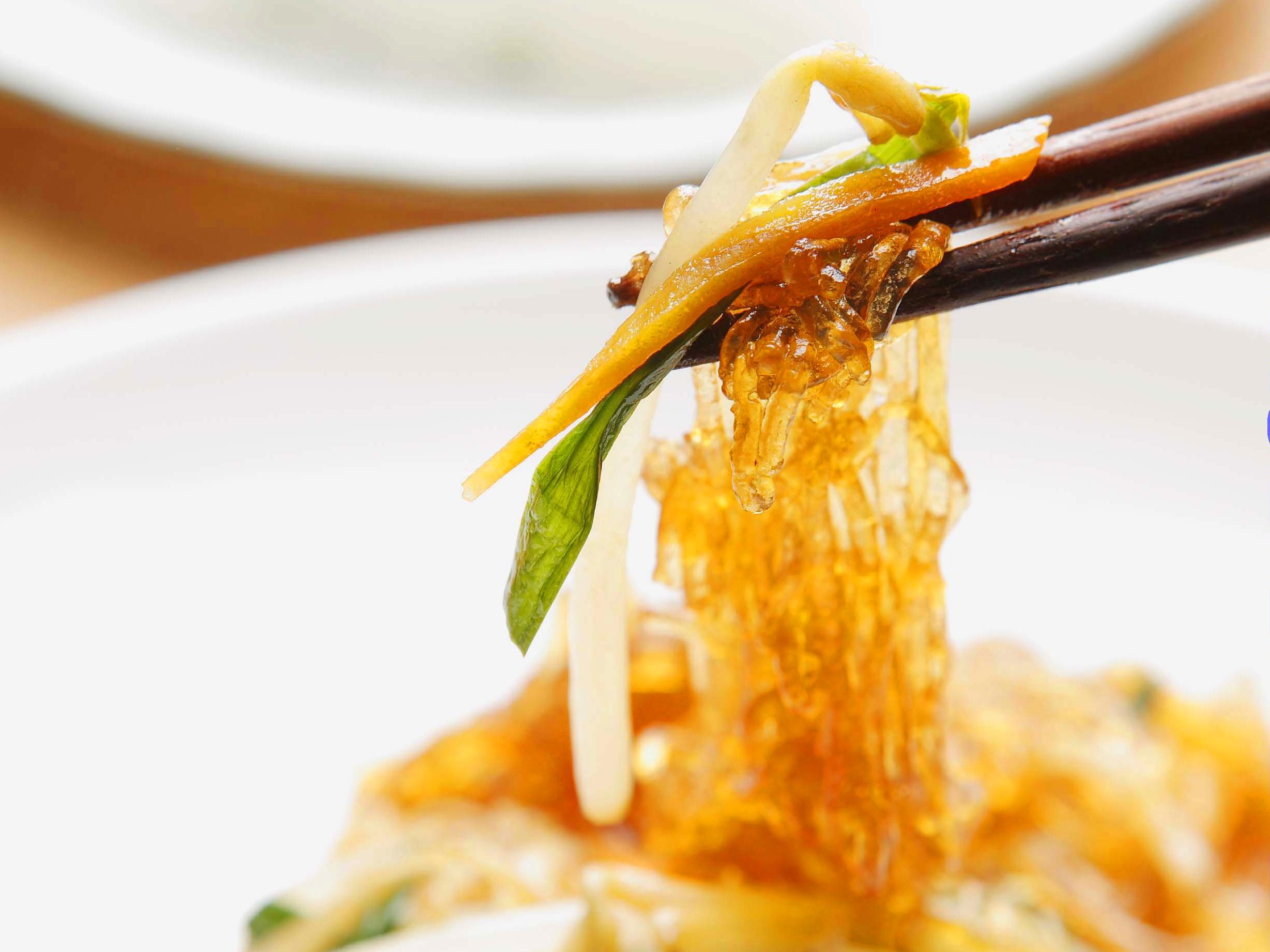 Chinesische Küche: Gebratene Glasnudeln mit Soja-Sprossen (1)