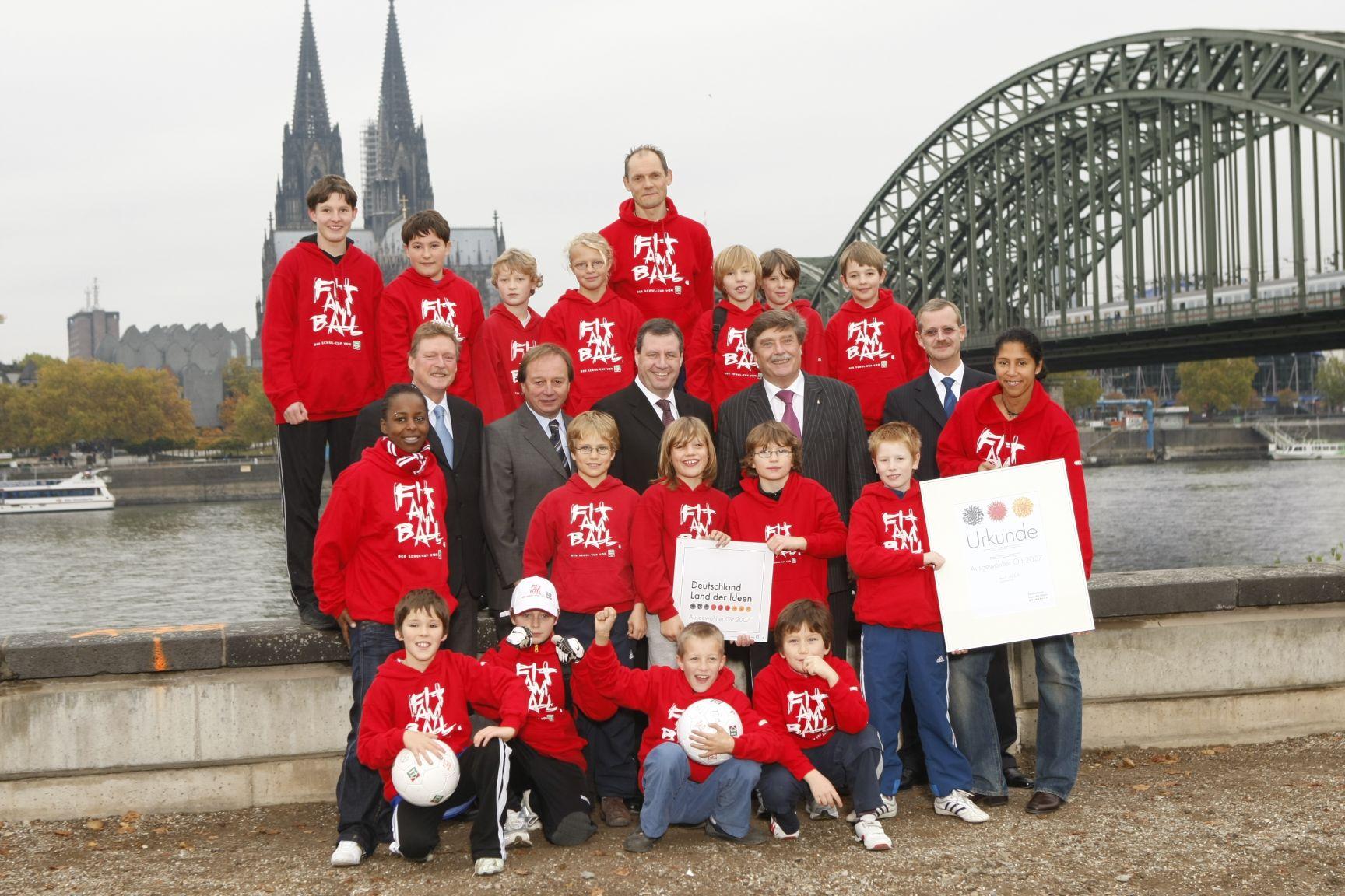 Schulkinder wollen 3000 Kilometer zur Fußball-EM dribbeln