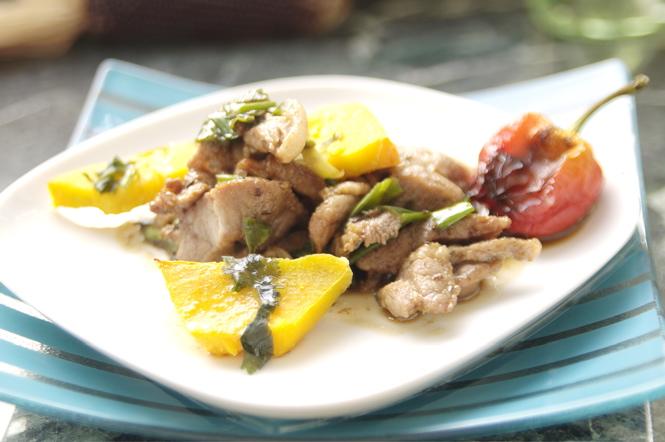 Schnelle Küche: Putengeschnetzeltes mit Koriander dazu Kürbis und Sojasauce