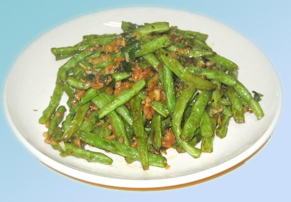 Gebratene grüne Bohnen mit Hackfleisch