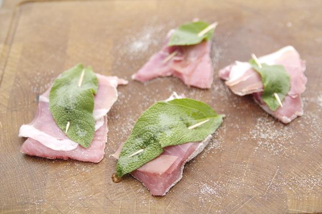 Mediterrane Küche: Schweineschnitzel nach Saltimbocca Art