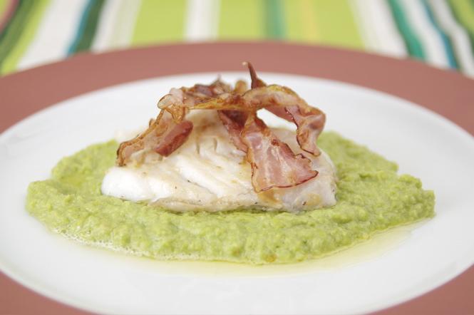 Fisch-Rezept: Wels oder Waller auf Olivenöl- Erbsenpüree mit Knusperspeck