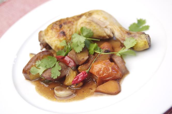 Klassik-Rezept: Coq au vin – Huhn in Rotwein geschmort mit Gemüse