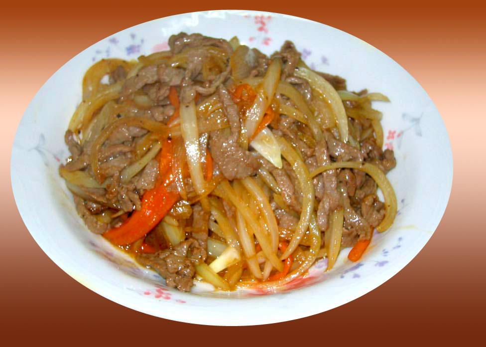 Chinesische Küche: Gebratenes Rinderfilet mit Zwiebel