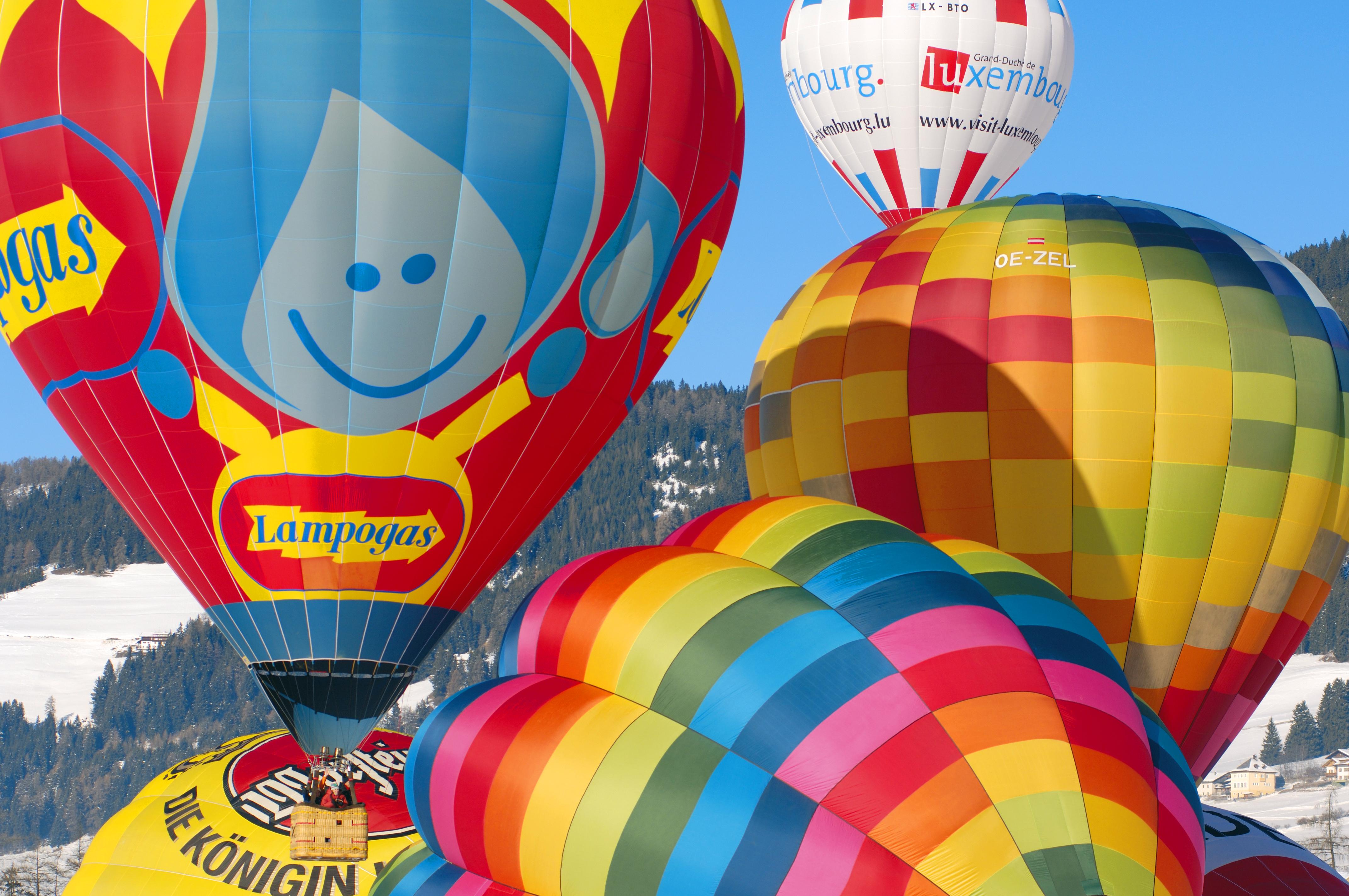 Bunt zu und hoch her beim Dolomiti Balloonfestival im Hochpustertal