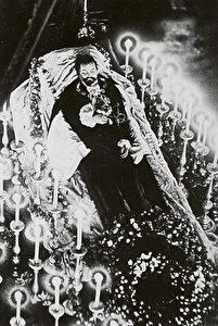 Der aufgebahrte König Ludwig II. in der alten Residenzkapelle. Sein Gesicht war von der Autopsie entstellt. (Siegfried Wichmann)
