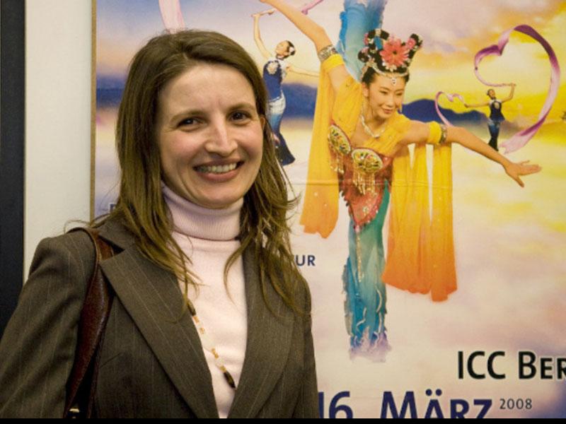 """Botschaftsmitarbeiterin: Shen Yun ist """"wirklich klasse"""""""