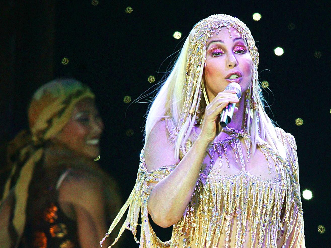 Cher verkündet ihr Come Back