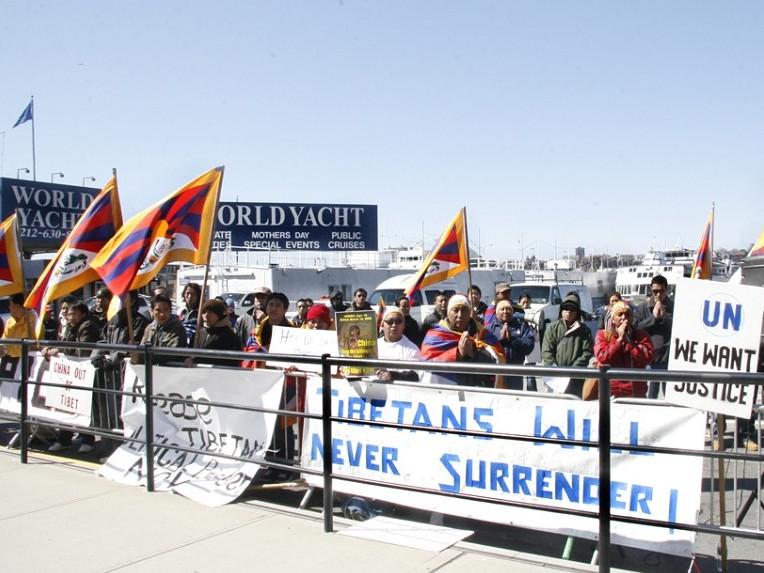 Täuschungsmanöver zum Schaden der Tibeter