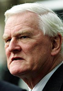 Wollte jeden Stein umdrehen - Untersuchungsrichter Lord Justice Scott Baker. (AP Photo/Cathal McNaughton)