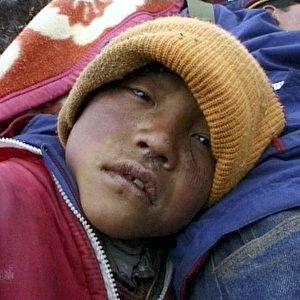 Dhondup bei seiner Flucht. Die Eltern schickten ihn fort, weil sie das Schulgeld nicht bezahlen konnten. (ZDF/Richard Ladkani)