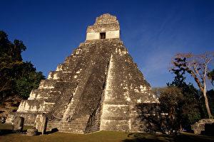 Tempel des Großen Jaguar in Tikal. (