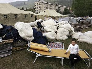 Ein südossetisches Mädchen in einem russischen Lager in Tskhinvali. (AFP Photo/Dmitry Kostyukov)