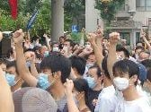 Massenprotest gegen giftige Abgase