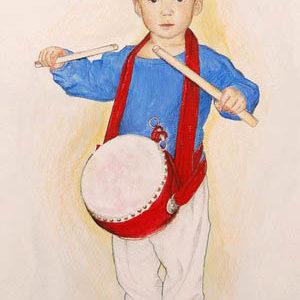 """""""Trommeln! Trommeln!"""": """"Vielleicht hätte ich meinen Sohn Kai nicht mit zu der traditionellen chinesischen Show """"Shen Yun"""" mitnehmen sollen und auch Schwiegerpapi nicht ermutigen sollen ihm eine originale Trommel aus China zu schicken. """"Trommeln! Trommeln!"""" schallt seither der """"Schlachtruf"""" durch unsere Wohnung, manchmal ziemlich früh am Morgen..."""""""