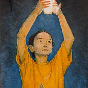 """""""Licht der Hoffnung"""": """"Während dem vielen Heckmeck um den Olympischen Fackellauf kurz vor den Olympischen Spielen hatte ich den Gedanken, dass man den Olympischen Geist, oder das Olympische Licht, im Grunde genommen bei den Chinesen findet, die den Mut haben, trotz der Bedrohung durch politische Sanktionen und Folter für ihre Rechte einzustehen und ihre Meinung zum Ausdruck zu bringen. Das Bild zeigt eine Prakitzierende der in China verfolgten Falun Gong-Bewegung, auf einer Demonstration gegen die Verfolgung und Unterdrückung der Bewegung in China während der Olympischen Spiele. Die chinesischen Schriftzeichen auf dem Hemd heißen """"Zhen, Shan, Ren"""" und bedeuten """"Wahrhaftigkeit, Barmherzigkeit und Nachsicht"""", die Prinzipien von Falun Gong."""""""