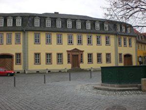 """Ein Geschenk des Herzogs an Goethe: Das Haus am Frauenplan, in dem der Dichter von 1782 bis zu seinem Tod lebte. Hier schrieb er auch den """"Faust"""". (Joachim Frank)"""