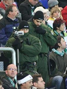 Lückenlose Überwachung im Stadion. (Dirk Päffgen)