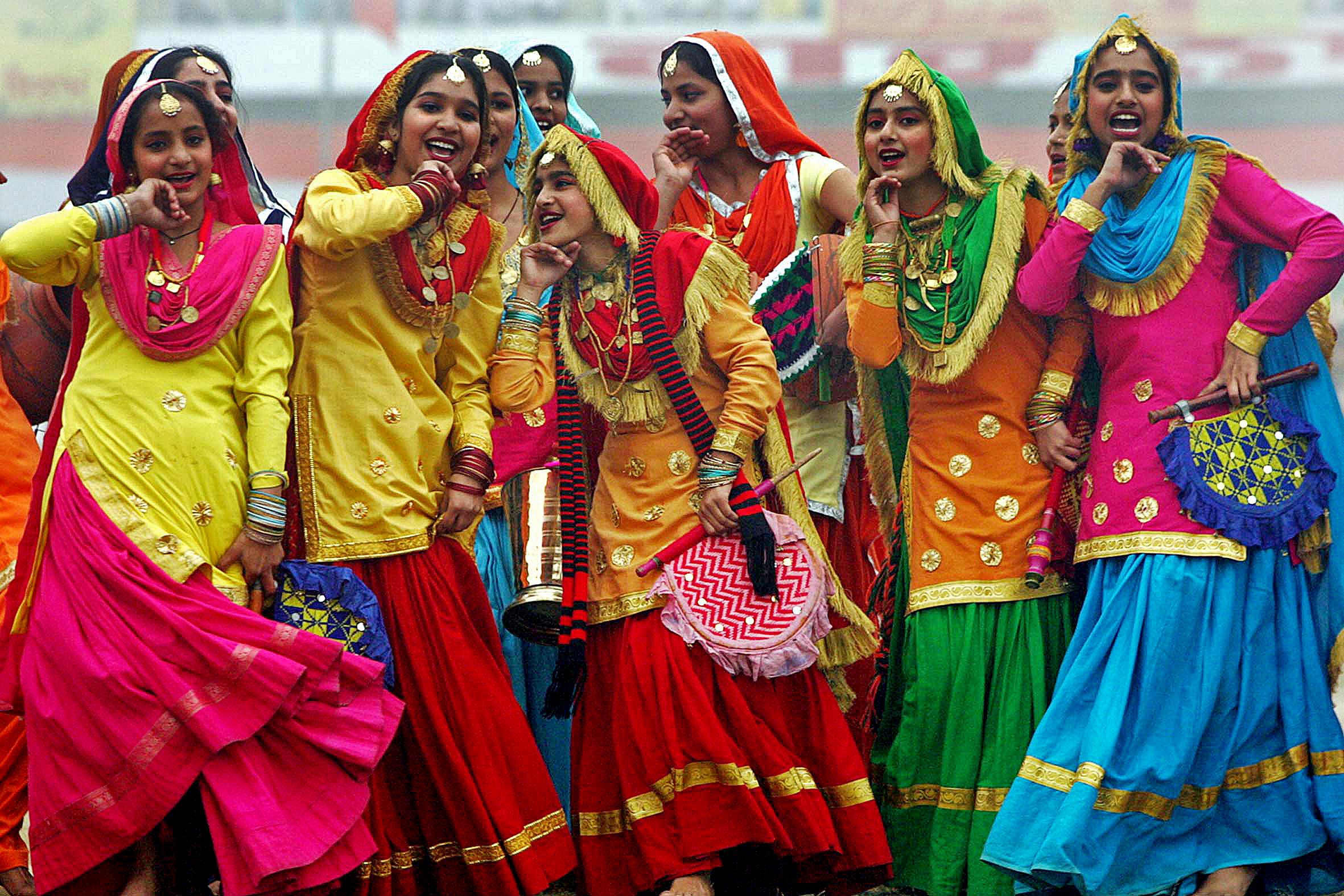 Farbenfrohe Tänzerinnen